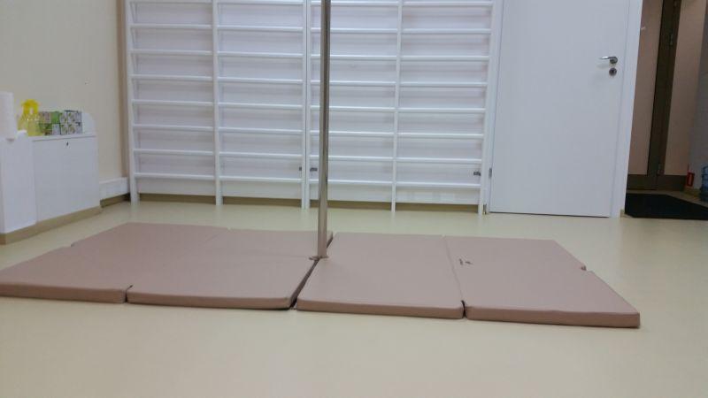 Materace o dwóch stopniach twardości zapewniają komfort przy figurach wykonywanych do góry nogami 😉