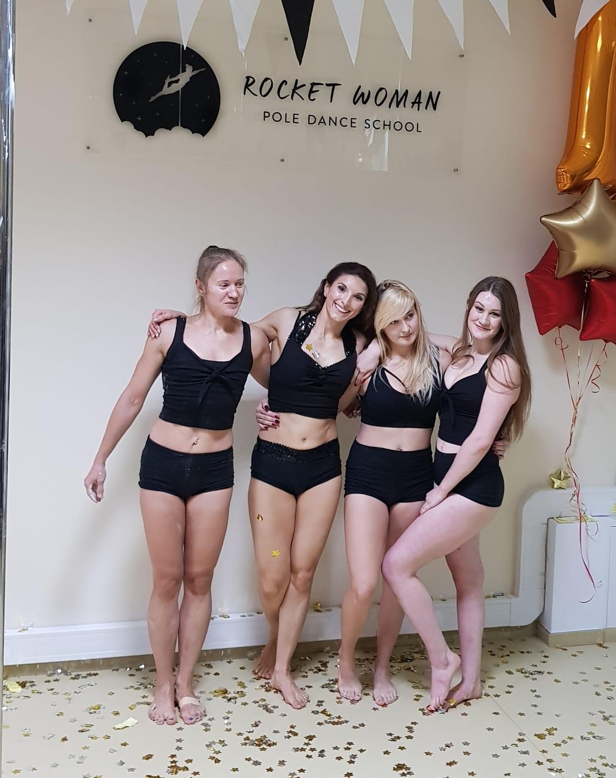 Pierwsze urodziny szkoły - instruktorka Agnieszka i grupa zaawansowana po występie 🎉 ✨