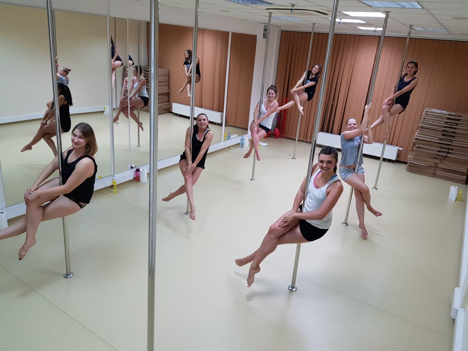 Grupa podstawowa instruktorki Ani już potrafi ładnie prezentować się w pozycji siedzącej 🤗 😍