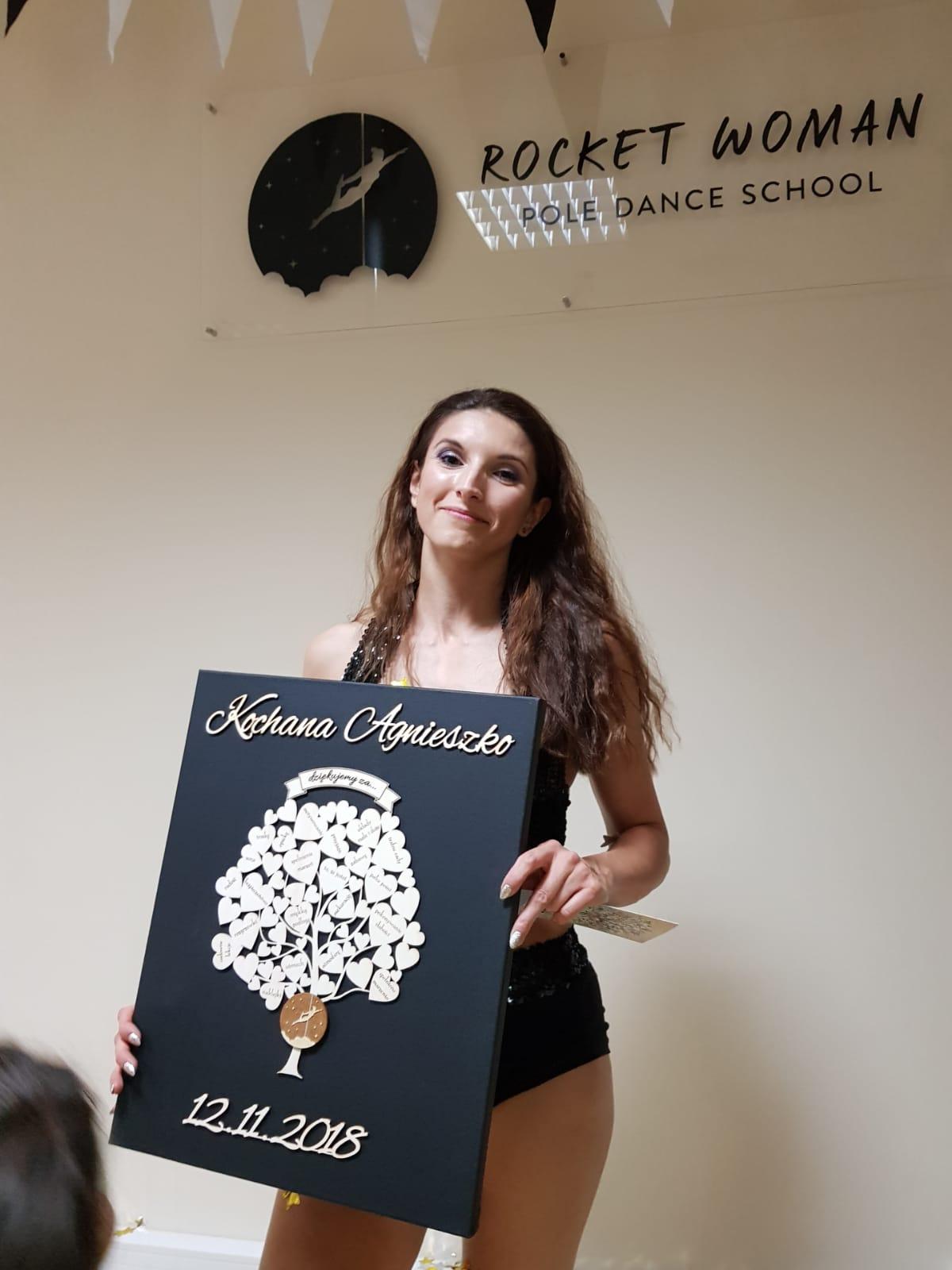 Pierwsze urodziny szkoły - właścicielka szkoły z prezentem od swoich kursantów 🎉 ✨