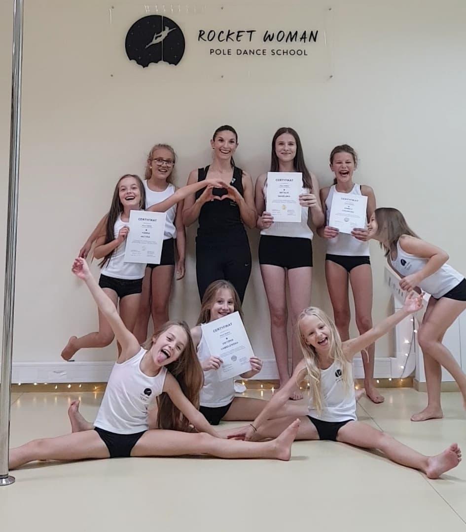Progress grupy pole dance kids na poziom średnio zaawansowany 😊